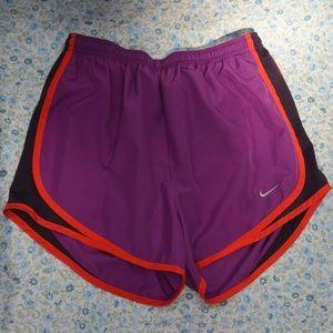 Nike Tempo Short Bold Berry Red Orange Purple Sm